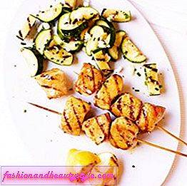 Lemon Chicken Kebabs s cuketou Šalát